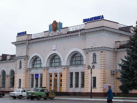 800px-Залізничний_вокзал_у_Знам'янці2
